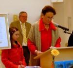 Frau Gorenflo liest Celinas Aufsatz vor